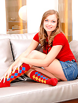 Horny teen Lesperansa gets ready to pleaser herself on the couch