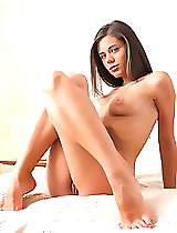 Wow... hearing the adorable Caprice talk about herself in her own language is so sexy. She has no inhibitions when it comes to talking about her body, her beautiful pussy, and her perfect breasts. As she says,